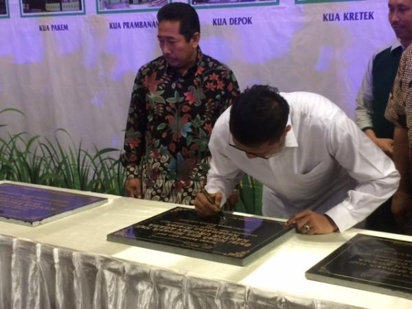 Menag Serahkan KIP kepada 14.780 Siswa Madrasah di Yogyakarta