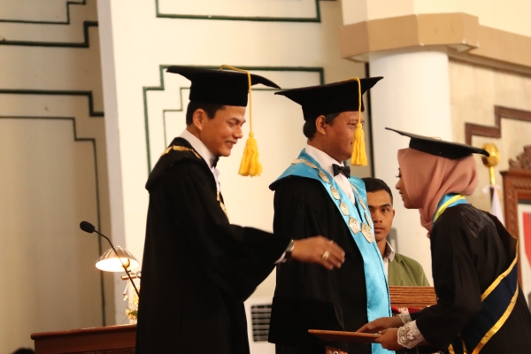 52% Lulusan UPN Veteran Yogyakarta Cumlaude