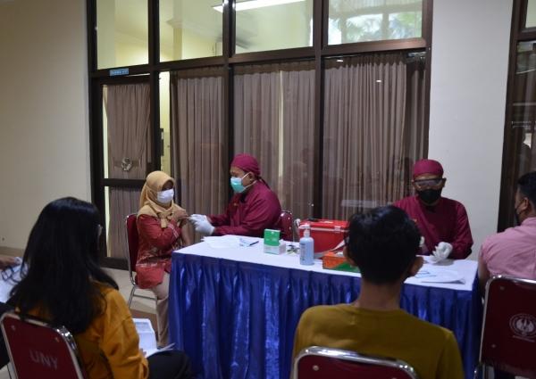 UNY Bersama Polda DIY Selenggarakan Vaksinasi Covid-19
